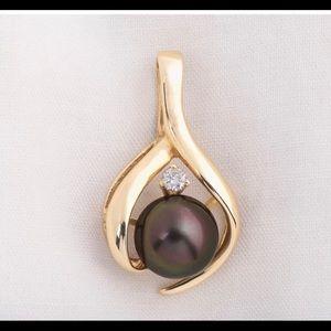 Jewelry - Custom pearl and diamond pendant
